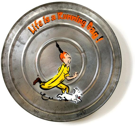 frau isst banane